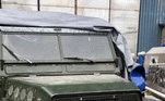 Há também os carros mais novos, como esta Land Rover. Os compradores que levaram os veículos no leilão da última segunda já estão sendo contatados pelos organizadores