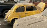 Nas redes sociais, a London Barn Finds expôs alguns dos carros, como o tão conhecido Fiat 500, que continua sendo produzido pela montadora italiana até os dias de hoje
