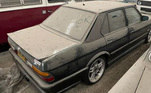Segundo a imprensa local, o dono da coleção decidiu colocar os veículos à venda após os proprietários do galpão pedirem o espaço de 4 mil m² de volta. Esta BMW 530 da foto, por exemplo, teve lances iniciais de R$ 36 mil