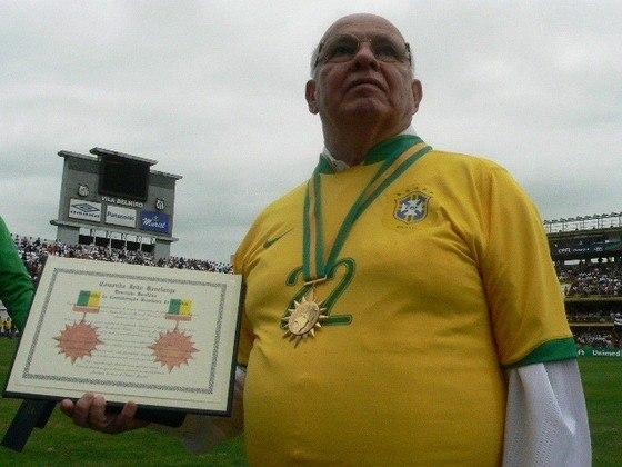 Lendário atacante do Santos, Pepe também fez sucesso como treinador. Em sua carreira, foi campeão paulista no Santos em 1973 e também na Inter de Limeira, no ano de 1986.