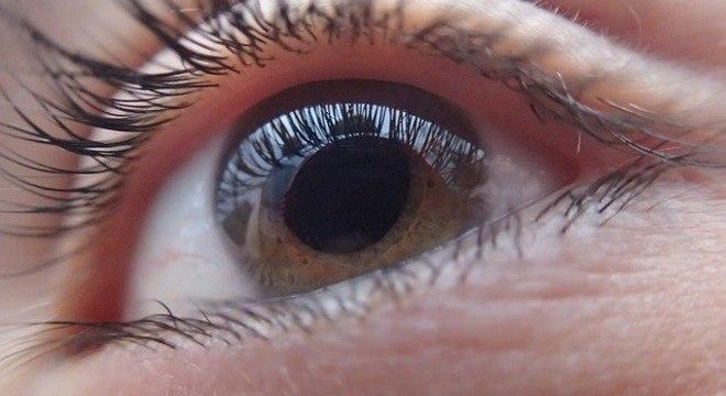 Lente de contato pode dar zoom se a pessoa piscar duas vezes