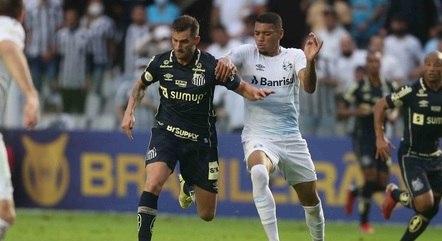 Léo Baptistão foi muito marcado no jogo