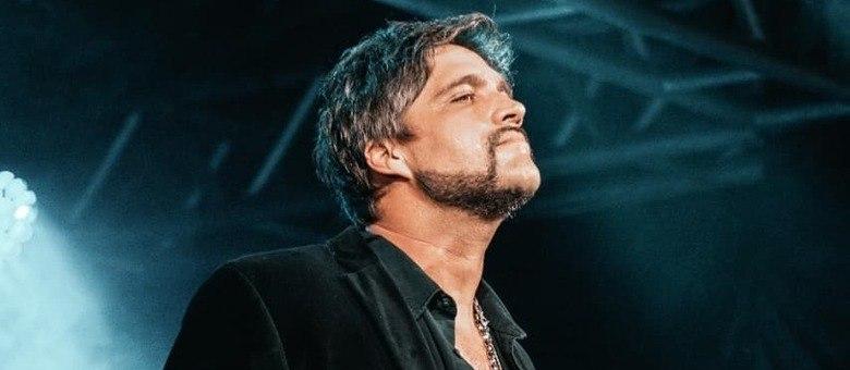 Léo Chaves se apresentou em Santa Catarina no formato de show drive-in