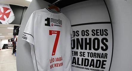Léo Jabá escreveu nome de MC Kevin na camisa