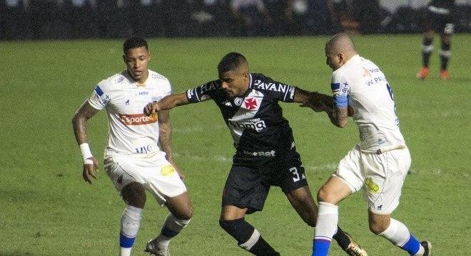 Jogo em São Januário foi mais disputado do que emocionante