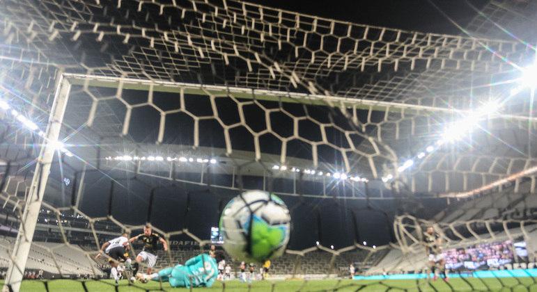 Léo Natel marcou o gol da virada. Em jogada ensaiada, à exaustão, por Mancini