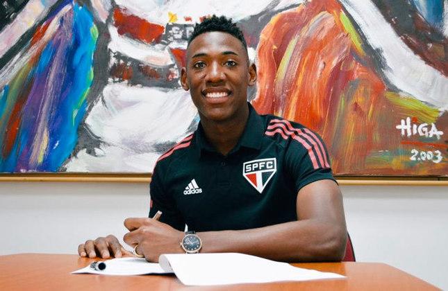Léo - o zagueiro renovou contrato com o São Paulo até dezembro de 2024. O vínculo anterior do jogador de 25 anos acabaria em 2022.