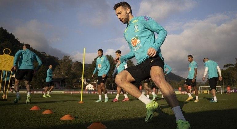Léo Ortiz ganha nova chance na seleção brasileira após suspensão de Marquinhos