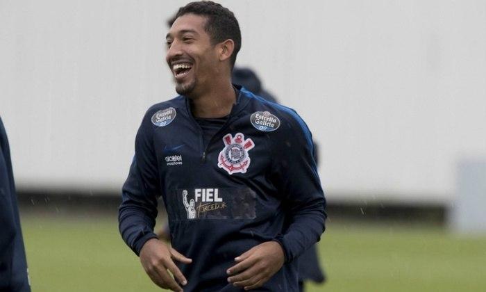Léo Príncipe, que foi revelado pelo Corinthians, ingressou com uma ação na Justiça do Trabalho cobrando R$ 257,3 mil do clube.