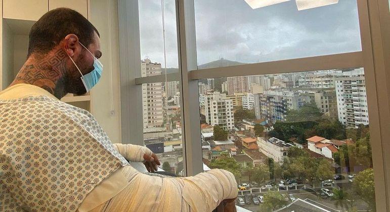 Léo Stronda posta reflexão após sofrer queimaduras em 30% do corpo