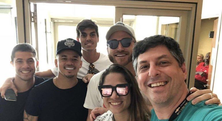 Leonardo Baran: 'Festa rolando com os Parças aqui em Mangaratiba!'