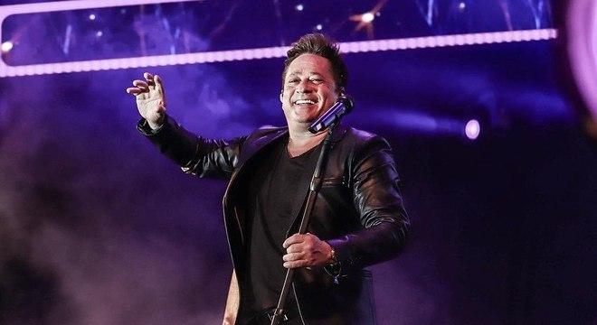 O cantor Leonardo comparou seu pé inchado a um 'pão doce' nas redes sociais