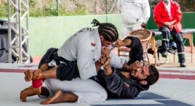 """Leonardo Lara derrotou Marcos Martins """"Petcho"""" por pontos na luta de kimono, escolhida pelo treinador que venceu a prova lúdica da casa"""