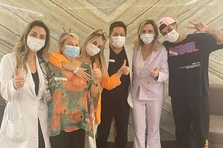 Após covid, Leonardo e família recebem alta médica