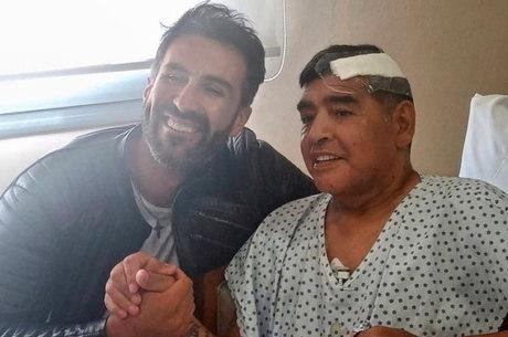 Médico é investigado pela família de Maradona, que suspeita de negligência na morte de Maradona