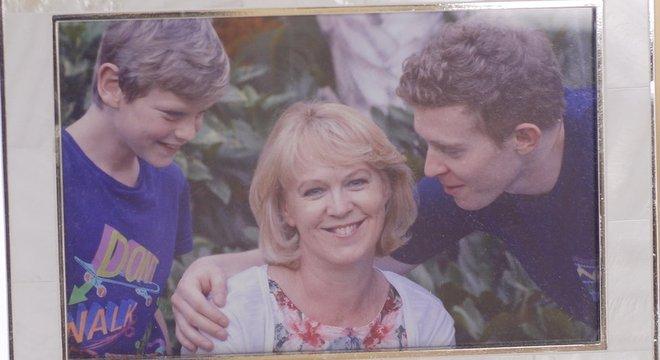 Alex era o mais velho dos três filhos de Lesley