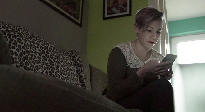 Lesley foi alertada por um amigo que seu pai era acusado de pedofilia em um vídeo no Facebook