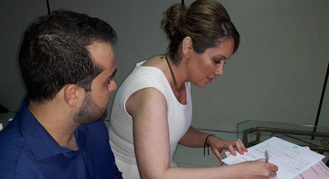 Atualmente, Letícia faz sessões com ozonioterapia três vezes por semana, em Cuiabá