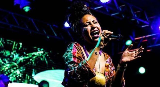 Cantora Letícia Fialho, de Brasília, se apresenta nesta quarta-feira (22)