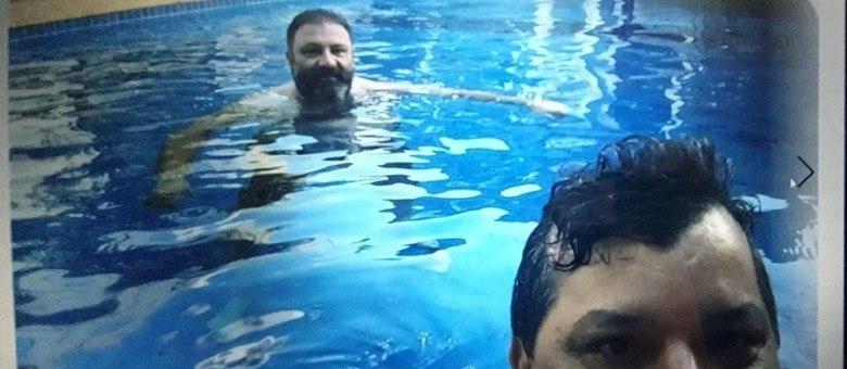 Carlos Bernardo e o traficante Levi Adriani Felício (Reprodução)