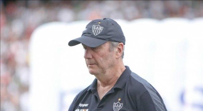 Levir Culpi não resistiu ao revés para o Cerro Porteño, nesta quarta-feira, no Paraguai, em duelo válido pela Libertadores. A diretoria do Galo anunciou nesta quinta o desligamento do treinador, aumentando a lista de profissionais livres no mercado. Confira, na sequência, os nomes.