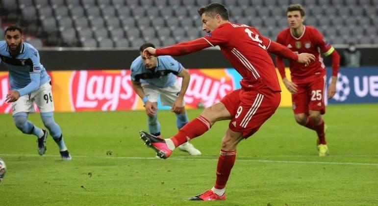 O momento do penal batido por Lewandowski, do Bayern