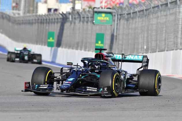 Lewis Hamilton ainda conseguiu superar o recorde de volta no circuito russo