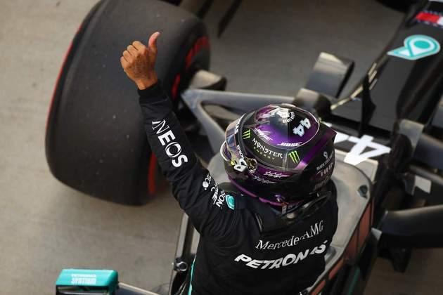 Lewis Hamilton brilhou no sábado em Sóchi