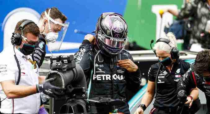 Hamilton sofrerá uma punição de 10 posições no grid de largada no domingo