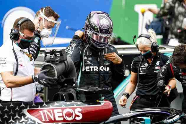 Lewis Hamilton conquistou o GP de Portugal e se tornou o maior vencedor da história da F1 com 92 triunfos