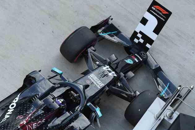 Lewis Hamilton conseguiu a 96ª pole position na Fórmula 1