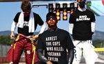 Nesta semana, no GP de Toscana, ele usou uma camiseta que estampava: 'Prendam os policiais que mataram Breonna Taylor', na parte da frente, e 'digam o nome dela' no verso com uma fotografia da norte-americana, que foi morta por policiais em março. Após ocorrido, foi especulado que aFederação Internacional de Automobilismo (FIA) avaliaria impor restrições em manifestações