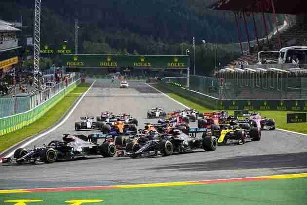 Lewis Hamilton defendeu-se muito bem e manteve a liderança na largada em Spa