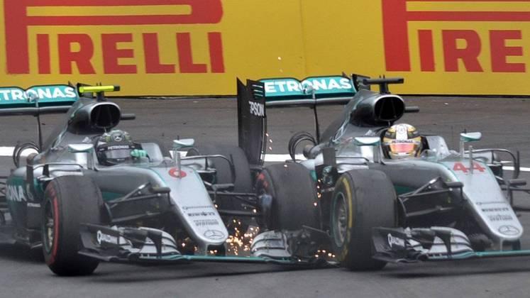 Lewis Hamilton e Nico Rosberg protagonizaram um choque no GP da Áustria de 2016