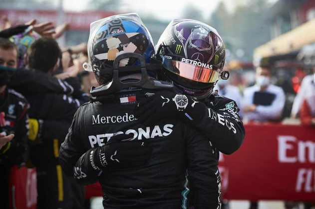 Lewis Hamilton e Valtteri Bottas comemoram mais uma dobradinha na temporada 2020