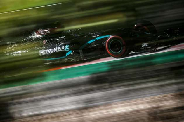 Lewis Hamilton estava em terceiro até a última tentativa, quando superou Bottas e Verstappen, pulando para a pole