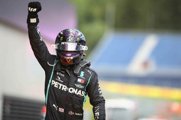 Lewis Hamilton fez muita festa ao sair do carro após a corrida