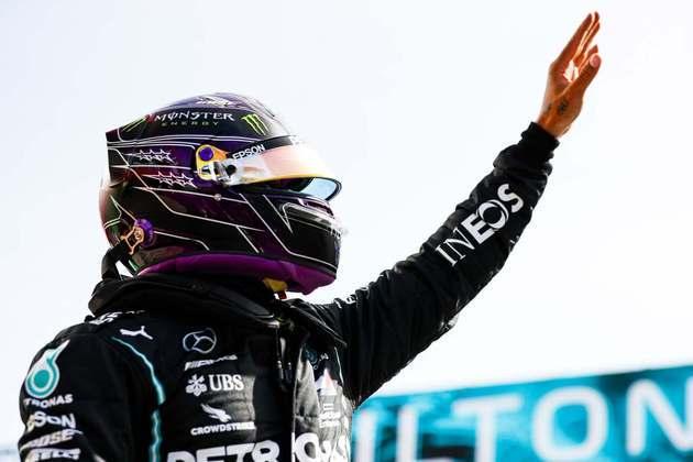 Lewis Hamilton foi digno de muitos aplausos em Portimão ao conquistar a 97ª pole da carreira