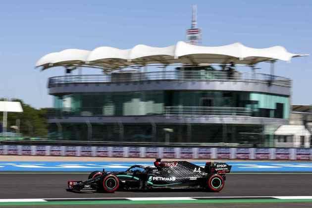 Lewis Hamilton foi o mais rápido da sexta-feira em Silverstone