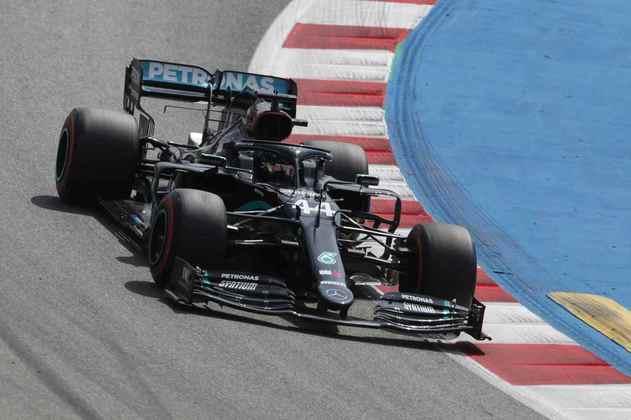 Lewis Hamilton foi o mais rápido do dia em Barcelona