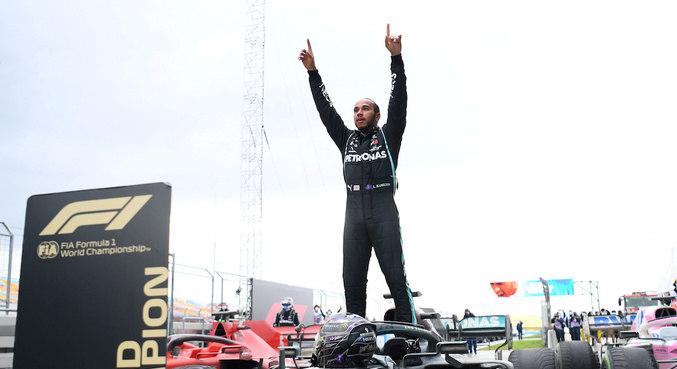 Lewis Hamilton, de 35 anos, agora soma 95 vitórias na Fórmula 1