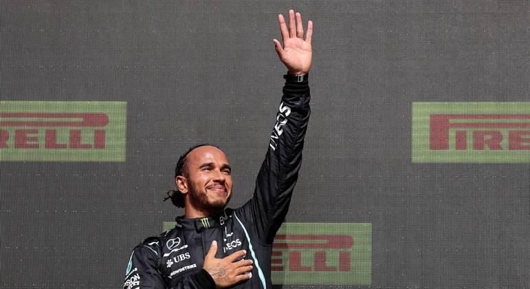 Após colisão, Hamilton se recuperou na prova e venceu o GP da Inglaterra