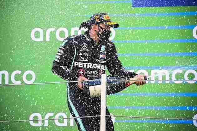 Lewis Hamilton largou da pole e venceu o GP da Espanha com facilidade