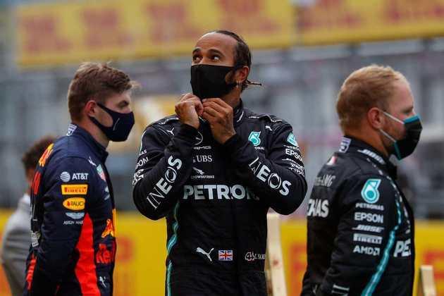 Lewis Hamilton largou na pole e venceu com facilidade neste domingo (12)