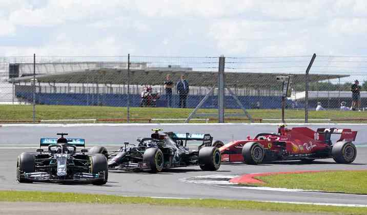 Lewis Hamilton manteve a ponta na largada. Ele liderou todas as voltas