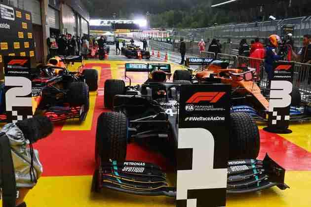 Lewis Hamilton, Max Verstappen e Carlos Sainz Jr. formam o top-3 do grid do GP da Estíria