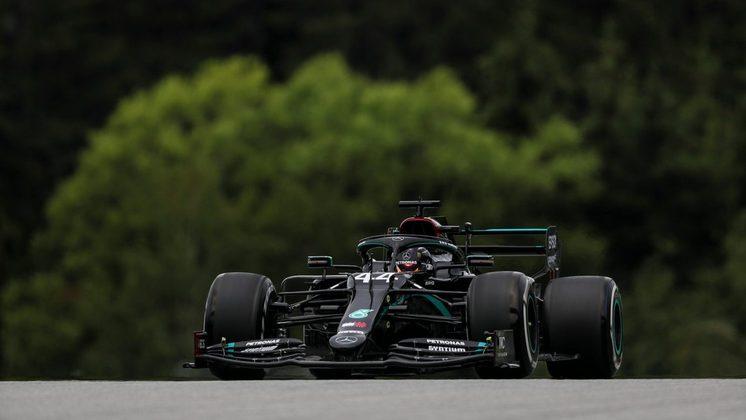 Lewis Hamilton mostrou a nova pintura da Mercedes na pista