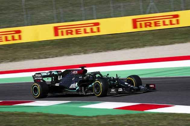 Lewis Hamilton não conseguiu superar o companheiro Valtteri Bottas nas sessões desta sexta-feira