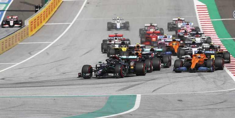 Lewis Hamilton não foi ameaçado e manteve a liderança na largada