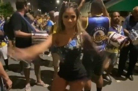 Cantora esbanjou samba no pé em ensaio final